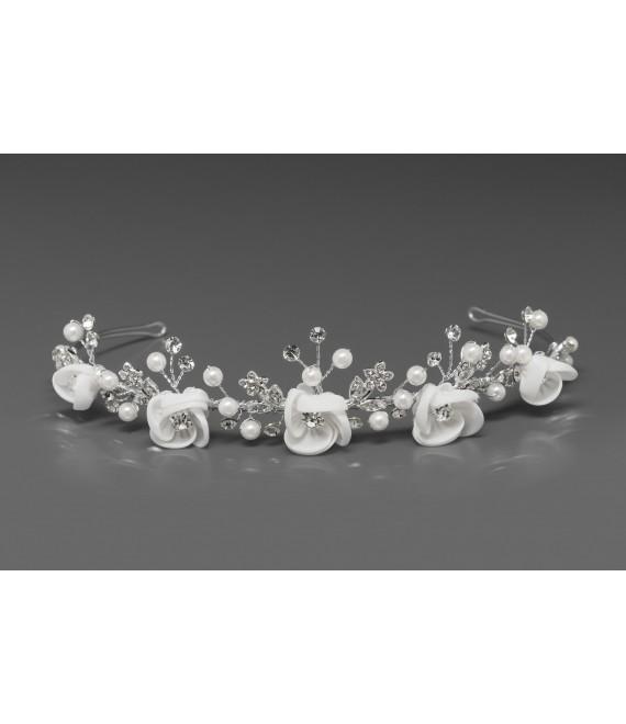 Mooie Tiara met satijnen bloemen, parels en kristallen - The Beautiful Bride Shop